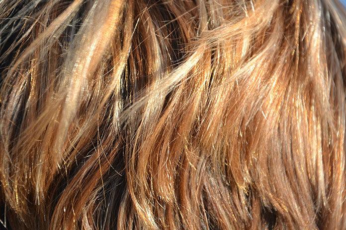 Jak nawilżyć suche włosy
