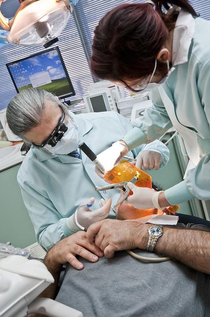 czy wyrywanie zęba boli